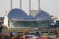 Widok na Kauffman Center for the Performing Arts (©www.novumstructures.com)