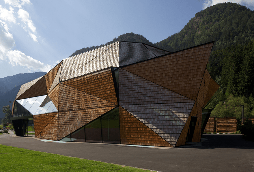 Exterior view of the Wood Carving Workshop (© Günter Richard Wett)