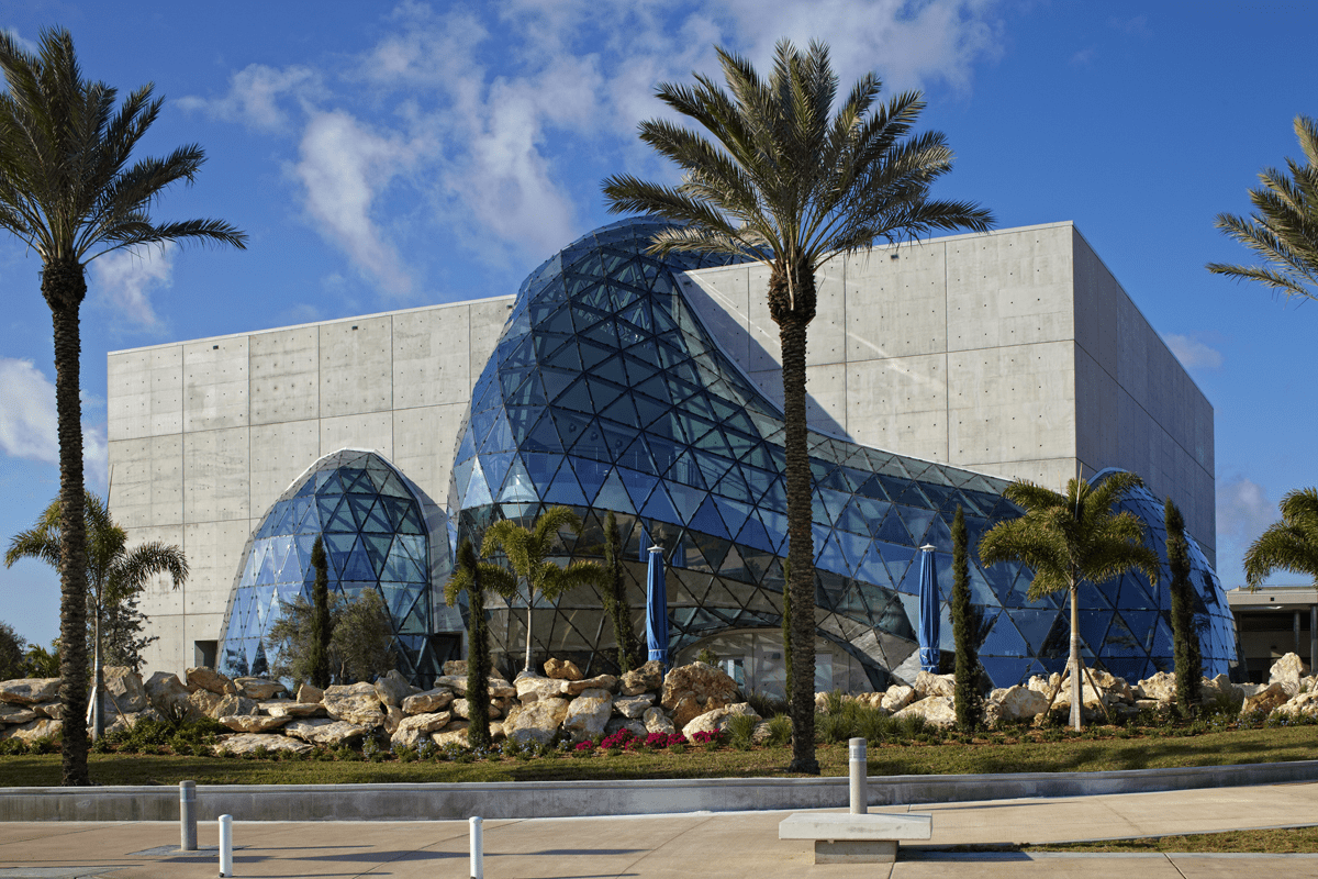"Exterior view of museum with ""Enigma"" (© Novum Structures)"