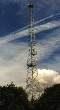 Directional radio tower