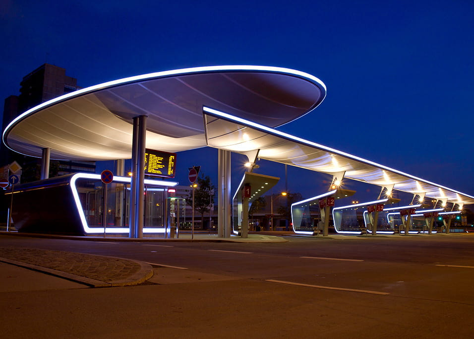 Illuminated Canopies at the Bus Station Halle (© Guido Kranz)