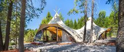 "Tenda di lusso ""Four-Season-Arch"" (© Under Canvas)"