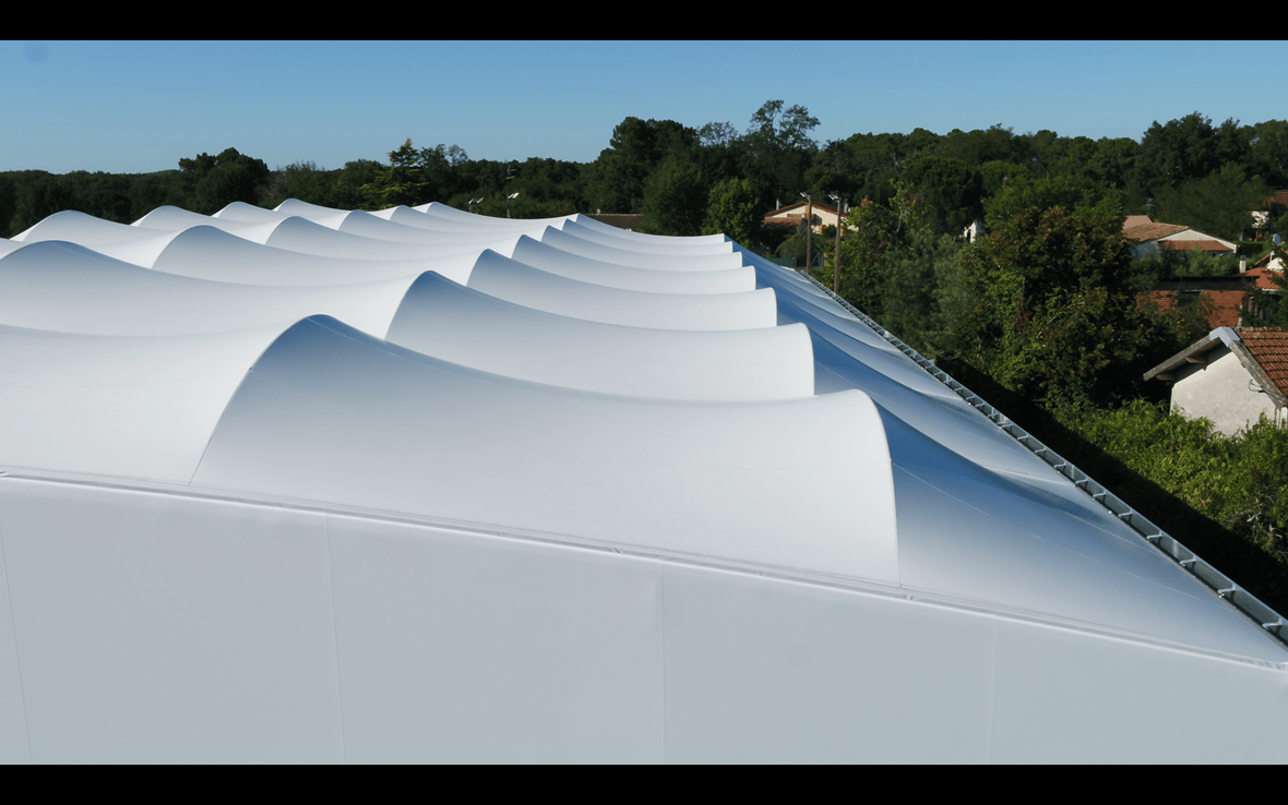 Tensioned Membrane Tennis Court Roof (© ACS Production)