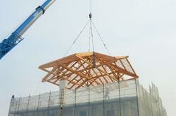 Lifting and Placing the Roof (© Ri-Legno Srl)