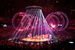 Illuminated Circular Trusses During a Show (© T&E Support)