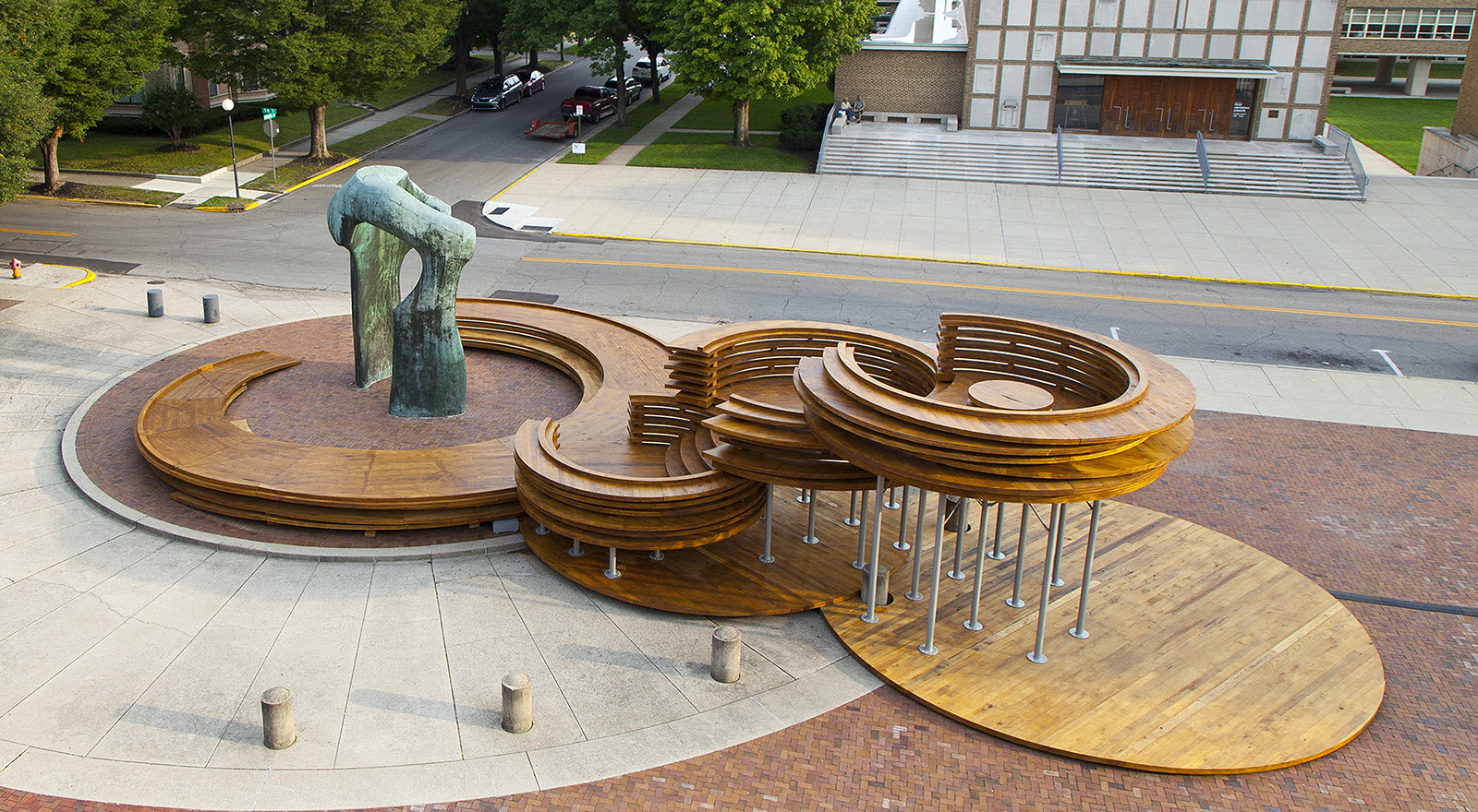 Conversation Plinth in Columbus, IN, USA (Courtesy of IKD, Photo by Hadley Fruits)