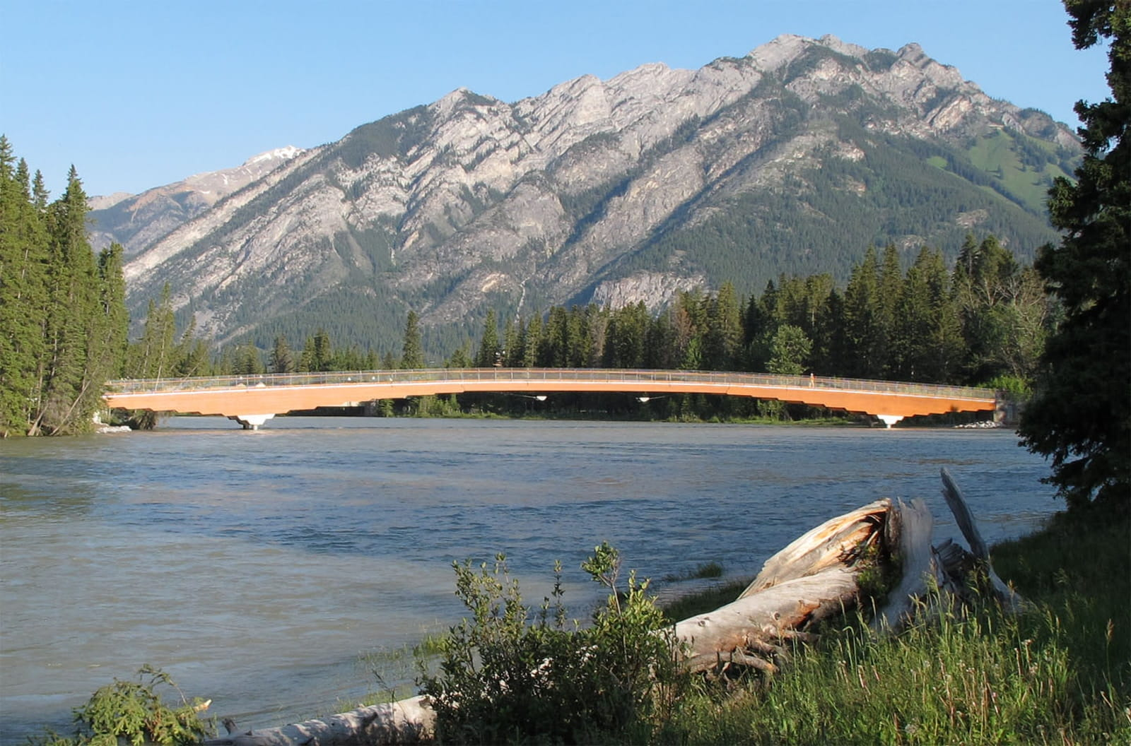 Pedestrian Bridge Across the Bow River in Banff, Canada (© StructureCraft Builders Inc.)